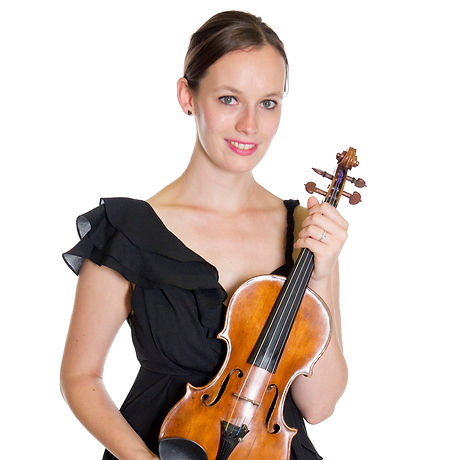 Monique-with-violin-landscape_edited.jpg