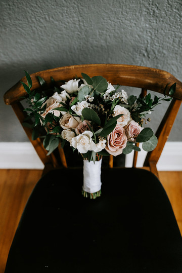 Gorgeous moody bridal bouquet