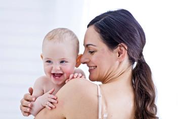 Majhni triki za prijetno kopanje dojenčka
