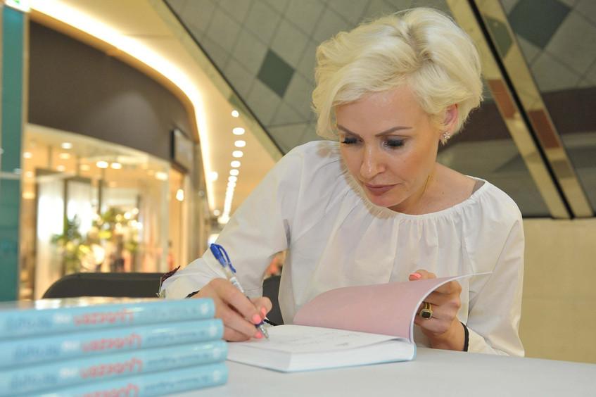 Po pogovoru je avtorica podpisovala novo knjigo