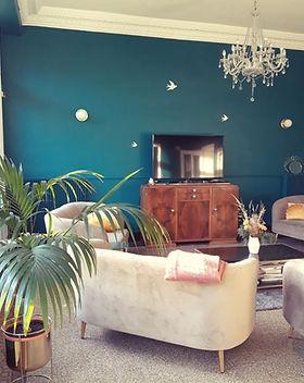Salon bleu maison sollier.jpg