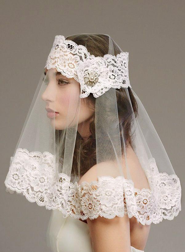 Shoulder length veil
