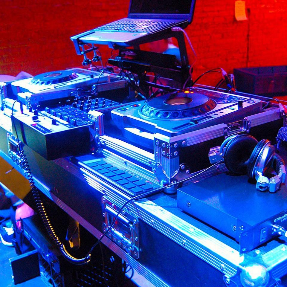 Amazing DJ Setups w/ Real Mixing!