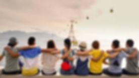 imagem grupo jovens de costa.jpg