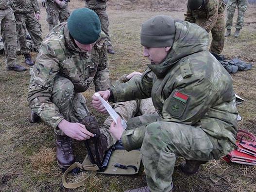 Как британские военные работают с генералами в Беларуси