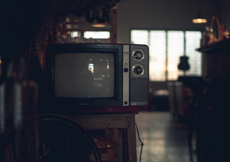 How To Survive A Horror Movie When You Are Home Alone