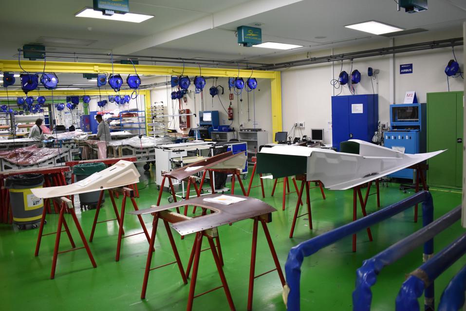 Zona de reparaciones limpia en la sala L