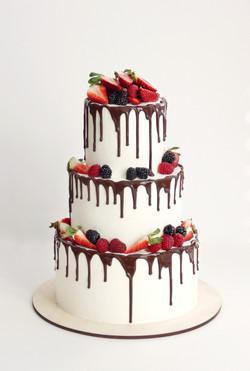 свадебный торт с шоколадными подтека