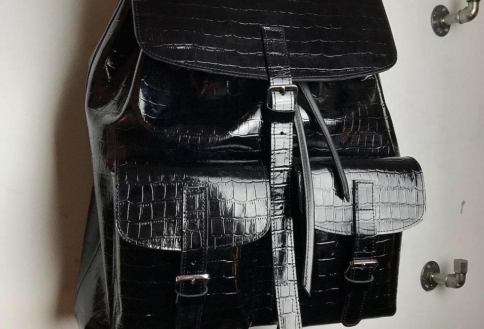 Объемный рюкзак из кожи под крокодила
