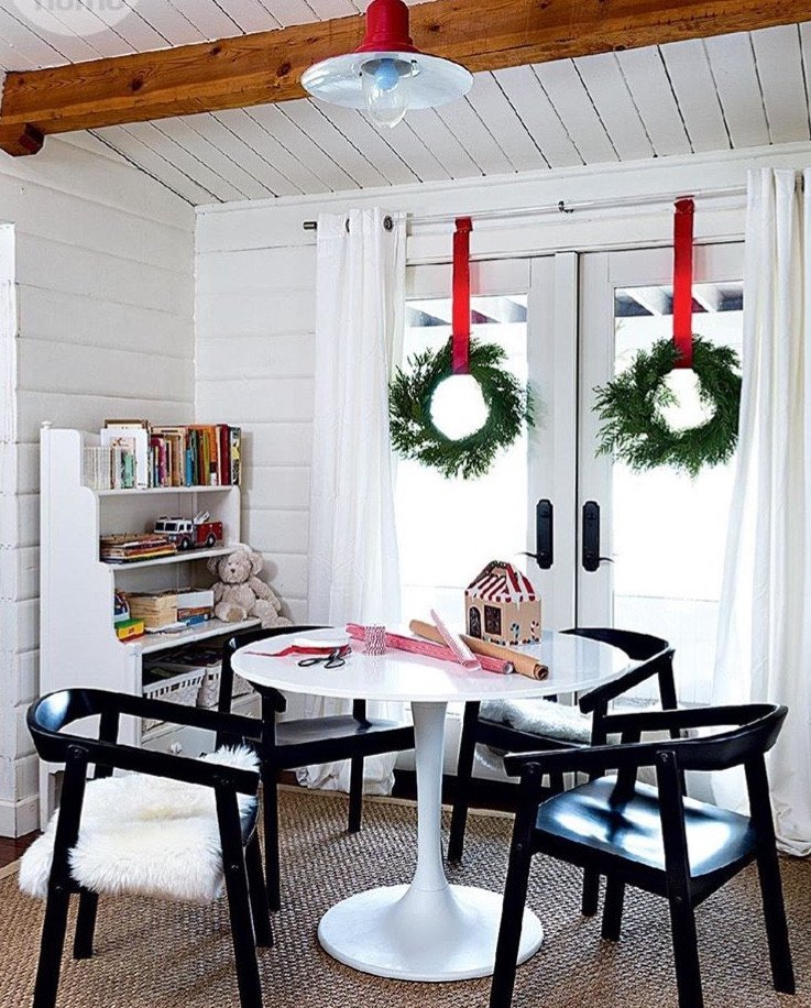Christmas Wreaths: Top 10 Ways to Spread Window Cheer