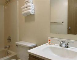 Carrizo Springs Bathroom.jpg