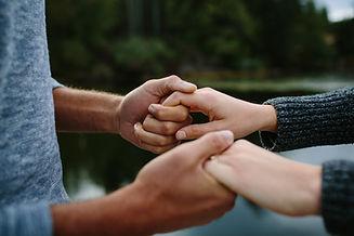 AdobeStock_180817454 (holding hands).jpe
