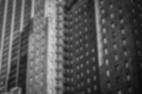 Photo déprimante de gigantesques immeubles, laids et resserrés.