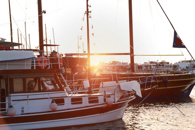boat-sunset-greece
