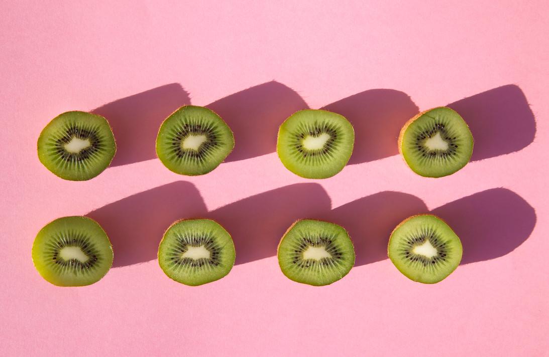 Kiwi on pink