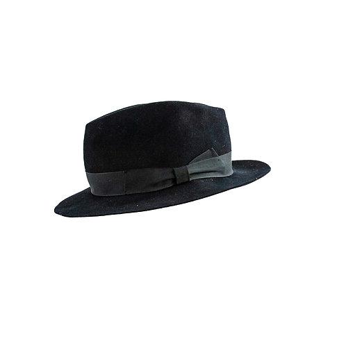 zwarte hoed met brede zwarte band