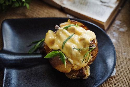 Печёная картошка с говядиной и трюфельным соусом