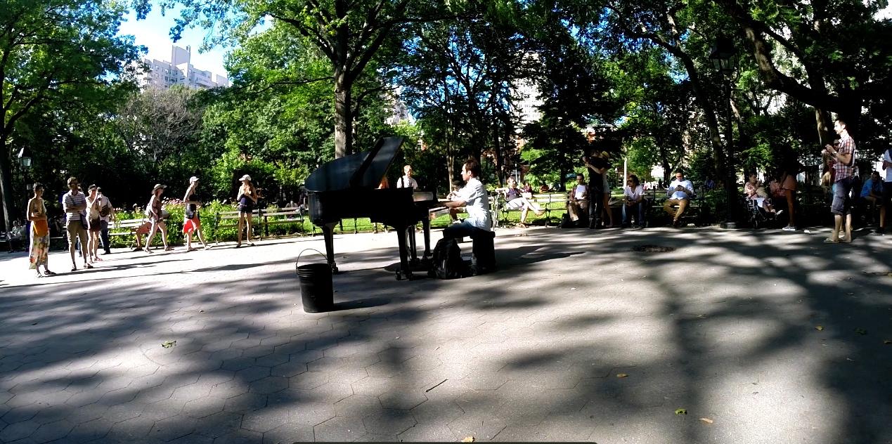 Street piano Washington concert - NY