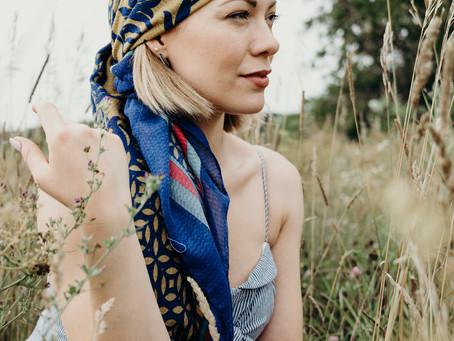 Porter le foulard, différemment