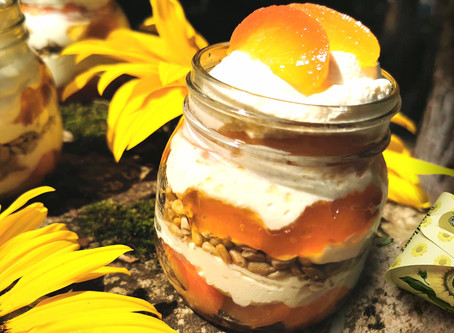 Verrine chantilly à la pêche et tournesol