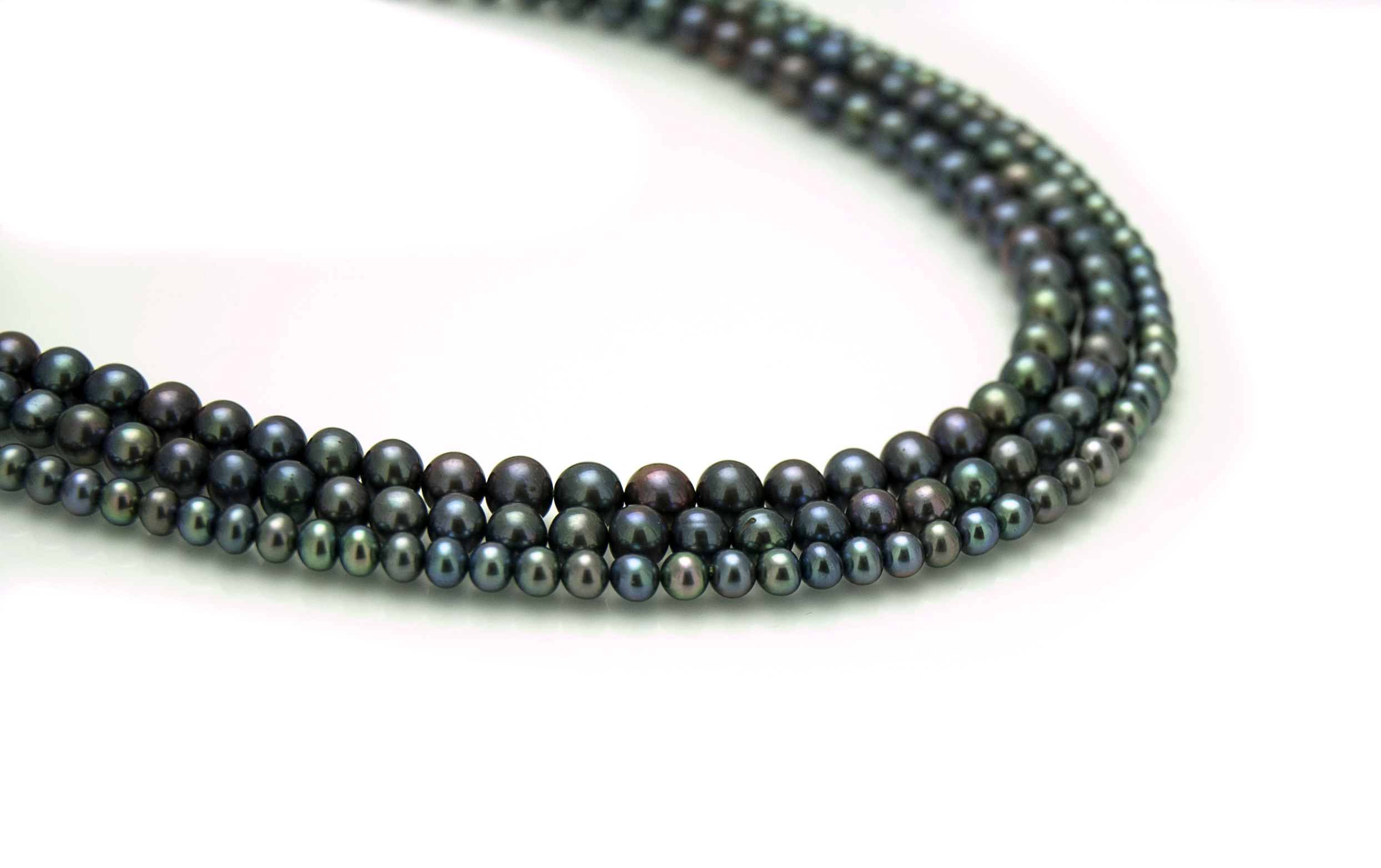 Black and round strands