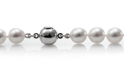 Akoya cultured pearls necklaces