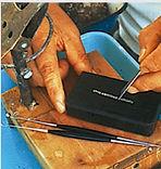 Corte de trozos de epitelio para acompañar al núcleo en la operación