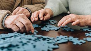 Les activités de table pour divertir les personnes âgées