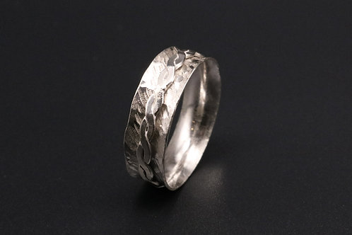 Twisted Middle Ring