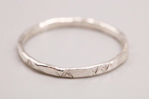 Cross Hammered-Patterned Ring