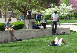 UMKC-Students outside