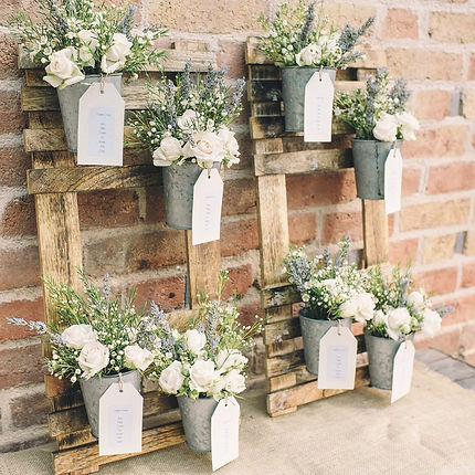 Rustic wooden table plan with flowers
