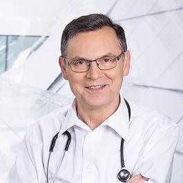 Dr.NEUWIRTH_Profilbild-6509.jpg