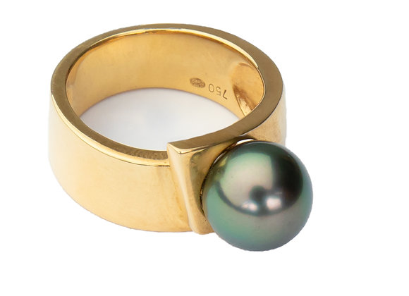 R4 Ribbon Black Pearl Ring