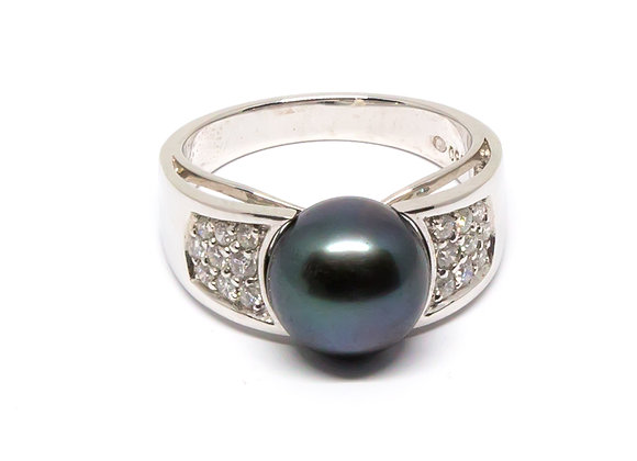 R34 Wide Band Diamond Black Pearl Ring