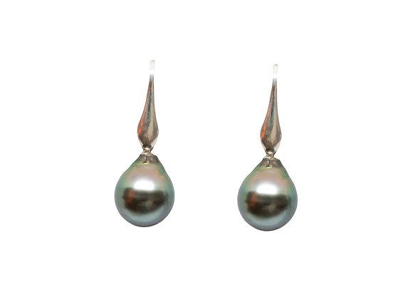 E10 Inverted Flute Black Pearl Earrings