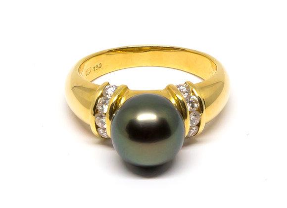 R15 Diamond Shank Black Pearl Ring