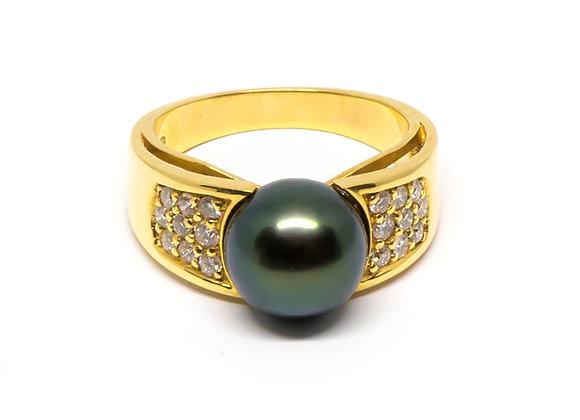 R22 Wide Band Diamond Black Pearl Ring