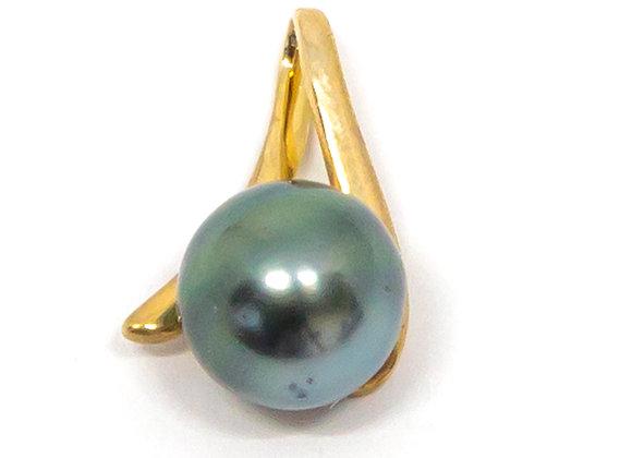 P22 Triangle Black Pearl Pendant