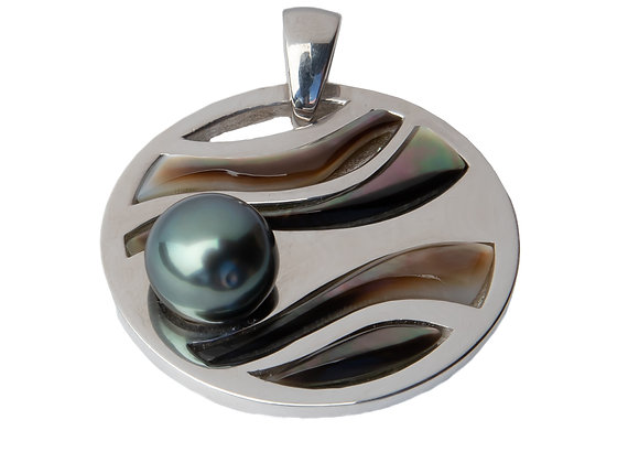 P2 Mother of Pearl Wave Black Pearl Pendant