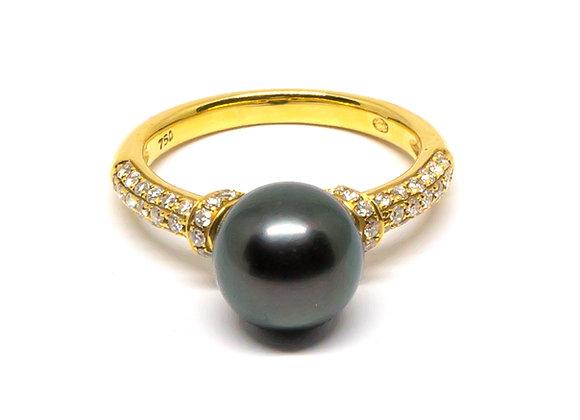 R17 Round Band Black Pearl Ring w/Diamond