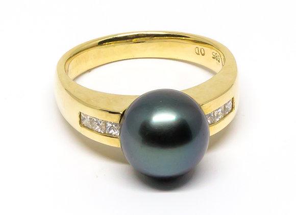 R11 Diamond Set Black Pearl Ring