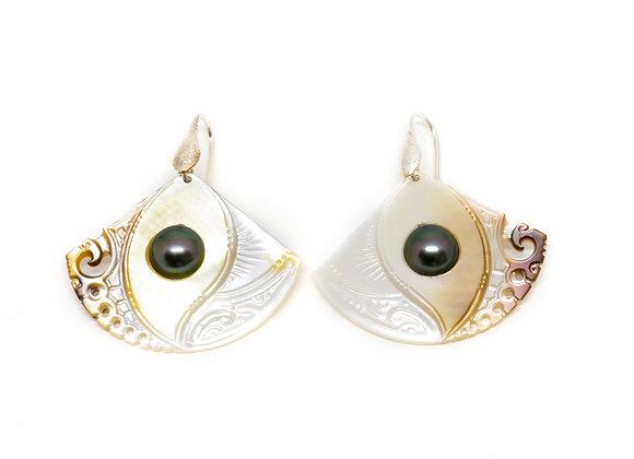 E31 Mother of Pearl Black Pearl Earrings