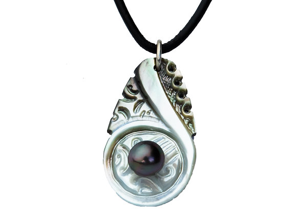 P50 Mother of Pearl Black Pearl Pendant