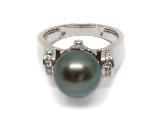 R45 Diamond Shoulder Black Pearl Ring