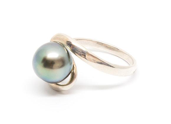 R40 Swirl Black Pearl Ring