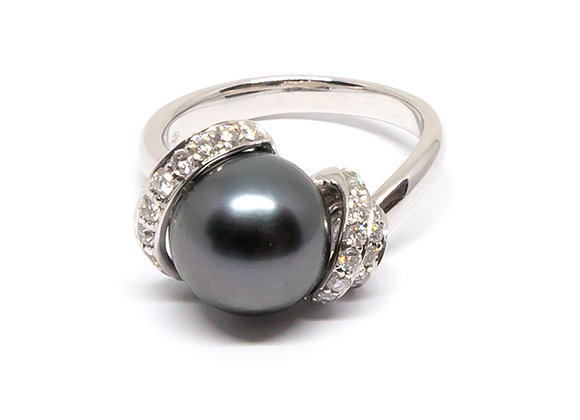 R36 Tri Diamond Band Black Pearl Ring