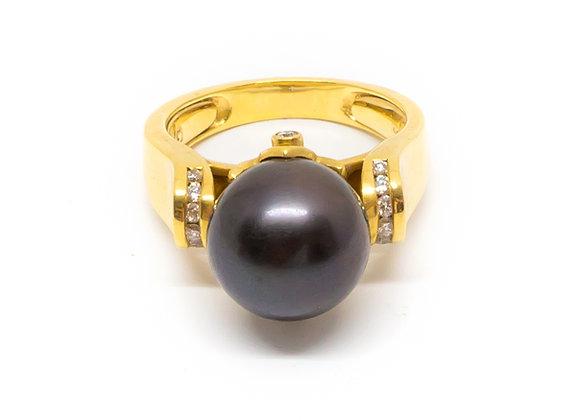 R46 Diamond Shoulder Black Pearl Ring