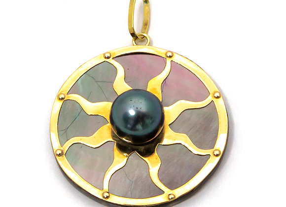 P26 Mother of Pearl Sun Black Pearl Pendant
