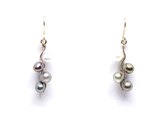 E16 Quad Pearl Drop Black Pearl Earrings